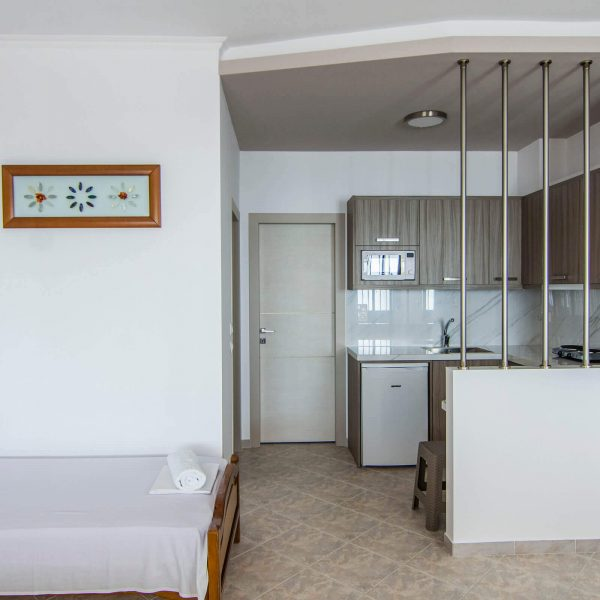 Pansion Electra Apartments with sea view at Vrasna Beach